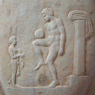 Futbol_antiguo_(Grecia)_-_Επίσκυρος_Episkyros_-_Ancient_Greek_Football_Player_375-400_a._C.