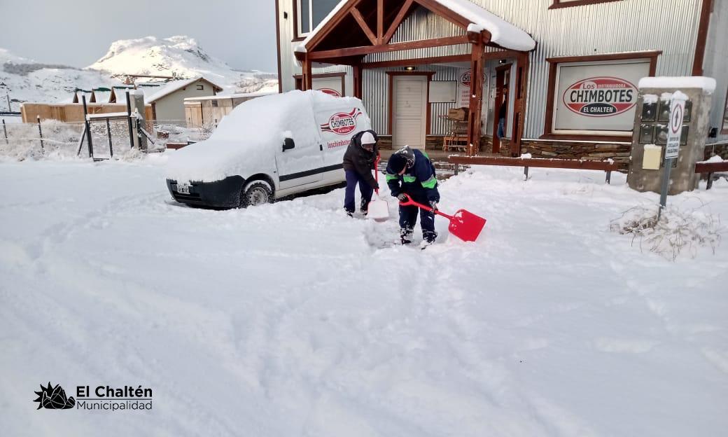 Limpieza de calles nieve Chalten1