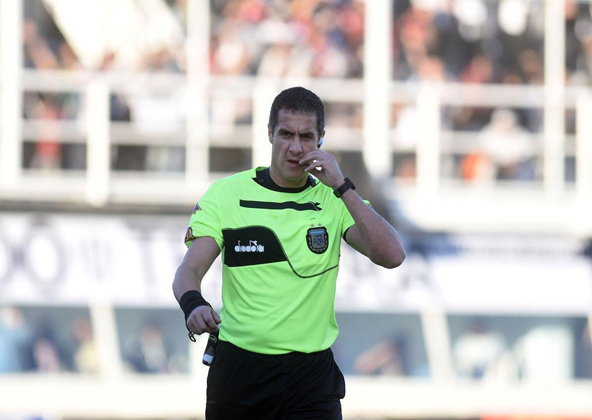 Un santacruceño por adopción es árbitro del fútbol de Primera